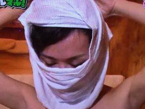 サウナでタオルを巻くことで蒸し効果がアップ!