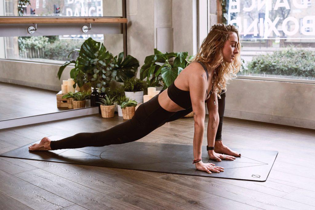 【1ヶ月限定健康ダイエット】お部屋で30分有酸素運動に楽しく挑戦した1日目の体重変化は?