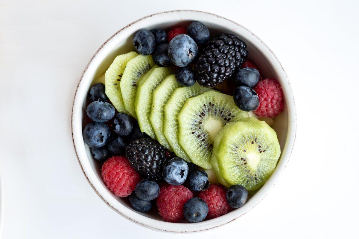 【注意!】ダイエット中のフルーツは朝の食事で!おすすめの果物【40代で痩せる】