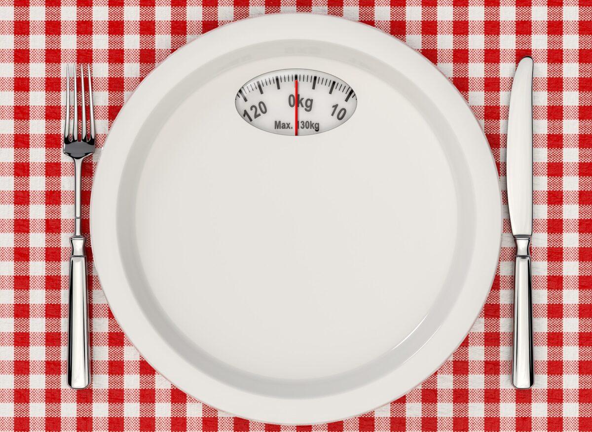 【空腹は我慢!?】ダイエット中にお腹がへったらどうするのか【40代で痩せる】